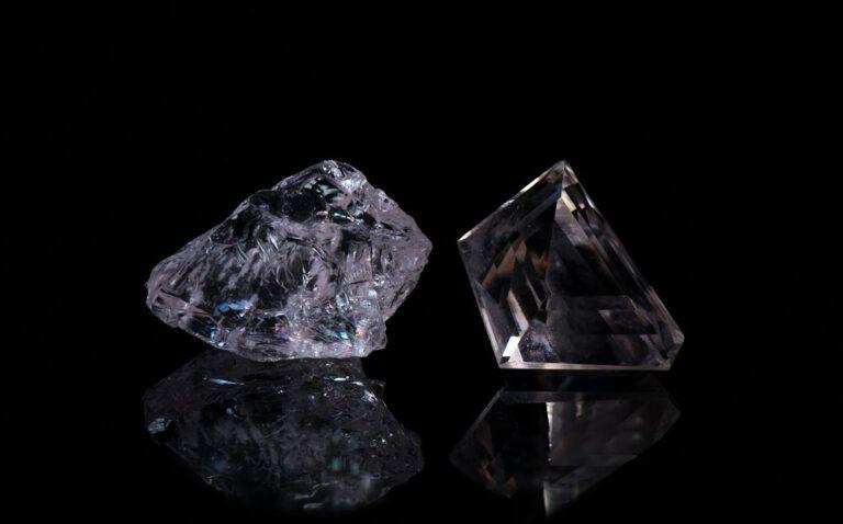 Jalosijoitus kuva timantti morganiitti